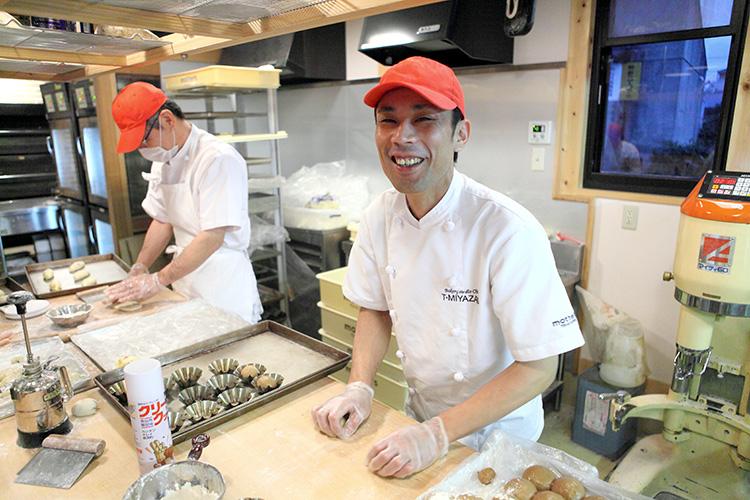 Một số hình ảnh về công việc làm bánh tại công ty.